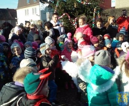 Wspólne kolędowanie z przedszkolakami (17)