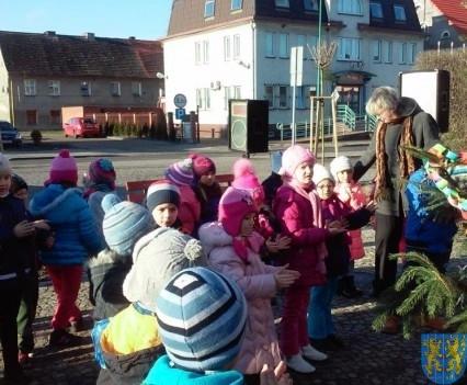 Wspólne kolędowanie z przedszkolakami (4)