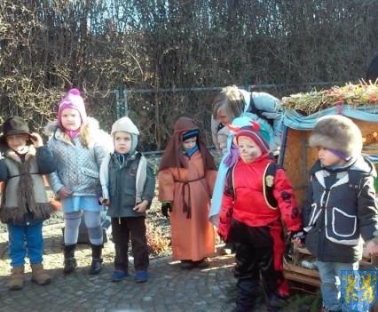 Wspólne kolędowanie z przedszkolakami (8)