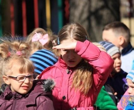 Nowy plac zabaw służy dzieciom (1)