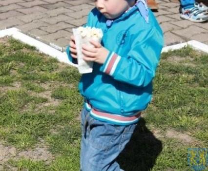 Nowy plac zabaw służy dzieciom (115)