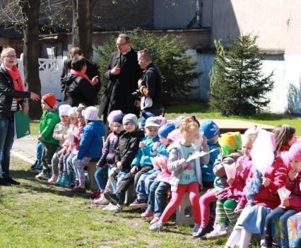 Nowy plac zabaw służy dzieciom (118)
