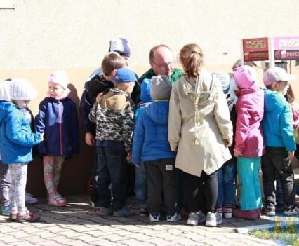Nowy plac zabaw służy dzieciom (136)
