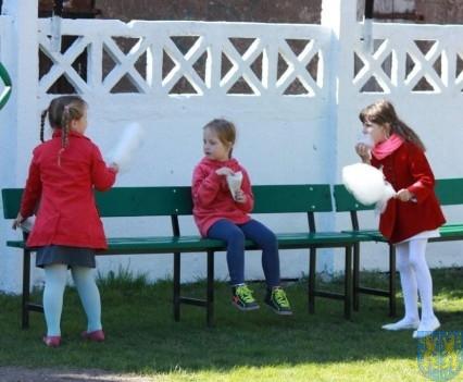 Nowy plac zabaw służy dzieciom (146)