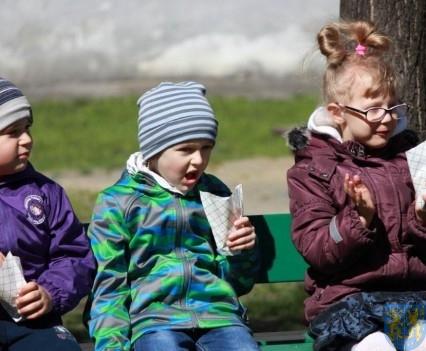 Nowy plac zabaw służy dzieciom (148)