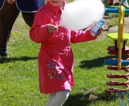 Nowy plac zabaw służy dzieciom (184)
