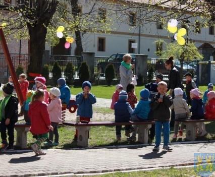 Nowy plac zabaw służy dzieciom (188)