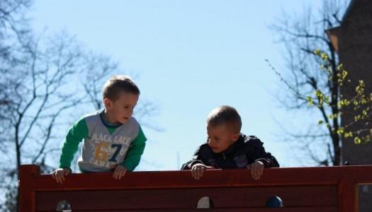 Nowy plac zabaw służy dzieciom