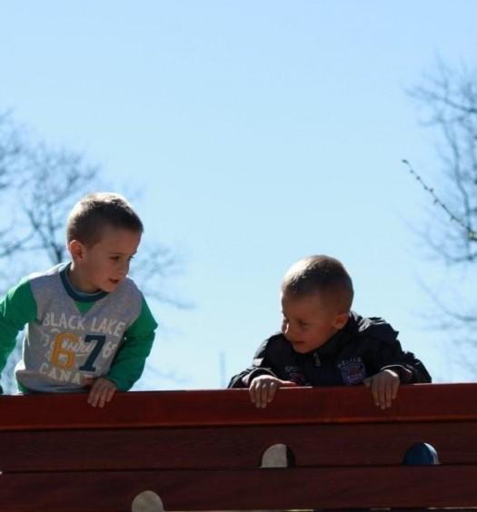 Nowy plac zabaw służy dzieciom (206)
