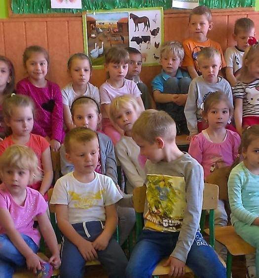 Człowiek orkiestra wśród dzieci (1)