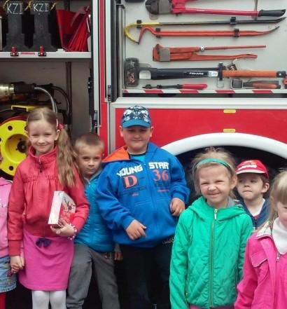 Przedszkolaki odwiedzają naszych strażaków (6)