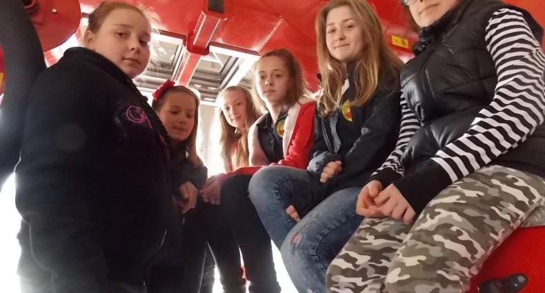 Uczniowie u strażaków (15)