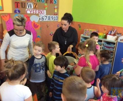 Dzień Kobiet wśród przedszkolaków (9)