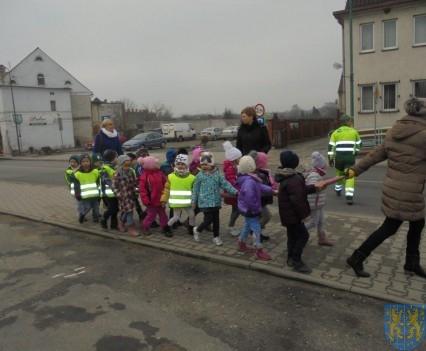 Korzyści płynące z przebywania dzieci na świeżym powietrzu (16)