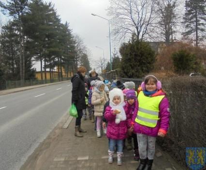Korzyści płynące z przebywania dzieci na świeżym powietrzu (18)