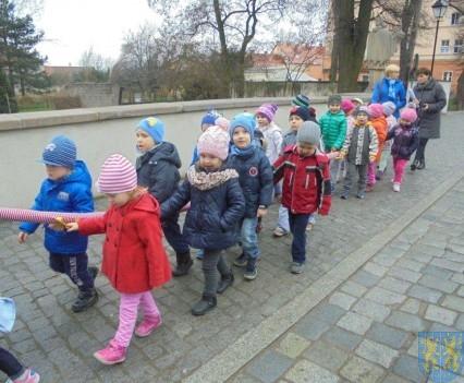 Korzyści płynące z przebywania dzieci na świeżym powietrzu (25)