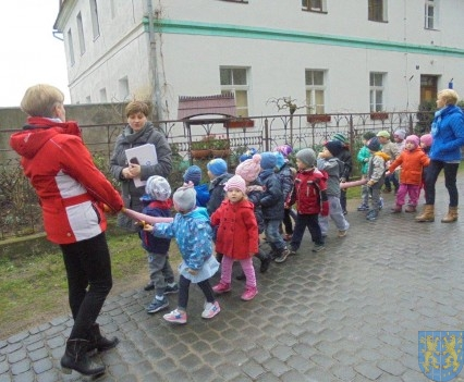 Korzyści płynące z przebywania dzieci na świeżym powietrzu (26)