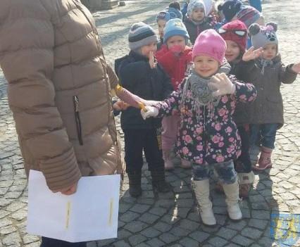 Korzyści płynące z przebywania dzieci na świeżym powietrzu (4)