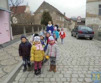 Korzyści płynące z przebywania dzieci na świeżym powietrzu (5)