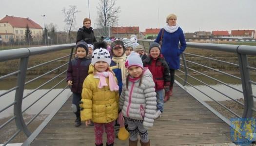 Korzyści płynące z przebywania dzieci na świeżym powietrzu