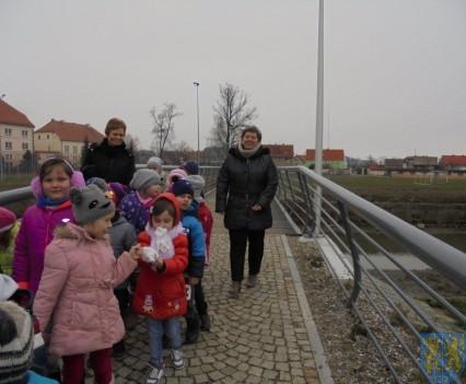 Korzyści płynące z przebywania dzieci na świeżym powietrzu (8)