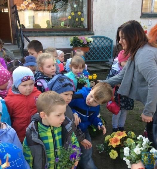 Poznajemy kolejny zawód wizyta w kwiaciarni  (12)