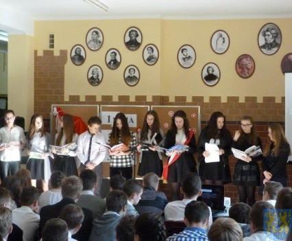 Majowe świętowanie w kamienieckim gimnazjum (6)