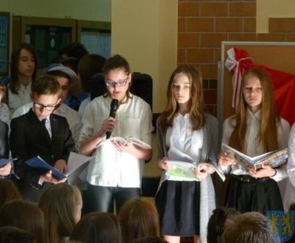 Majowe świętowanie w kamienieckim gimnazjum (8)