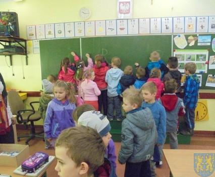 Przedszkolaki poszły do szkoły (15)
