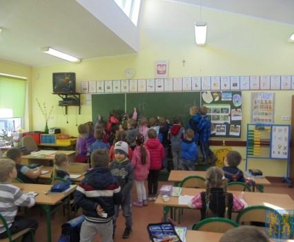Przedszkolaki poszły do szkoły (17)