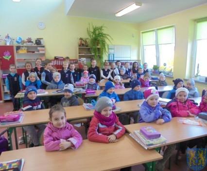 Przedszkolaki poszły do szkoły (4)