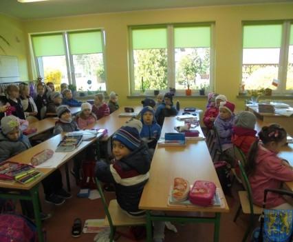Przedszkolaki poszły do szkoły (7)