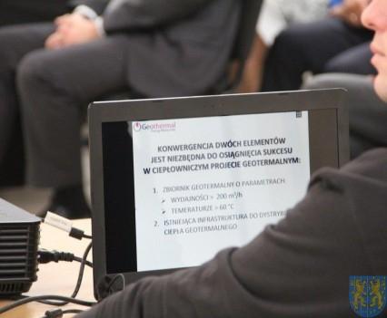Samorządowcy o źródłach władzy i ciepła (120)