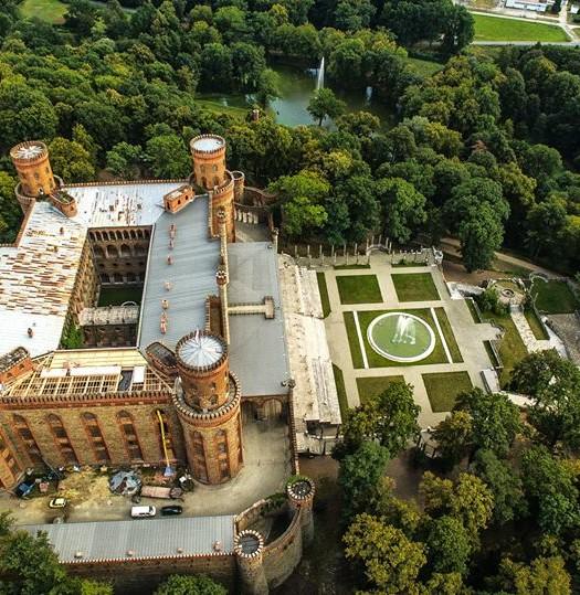 Zobacz Pałac z lotu ptaka (1)