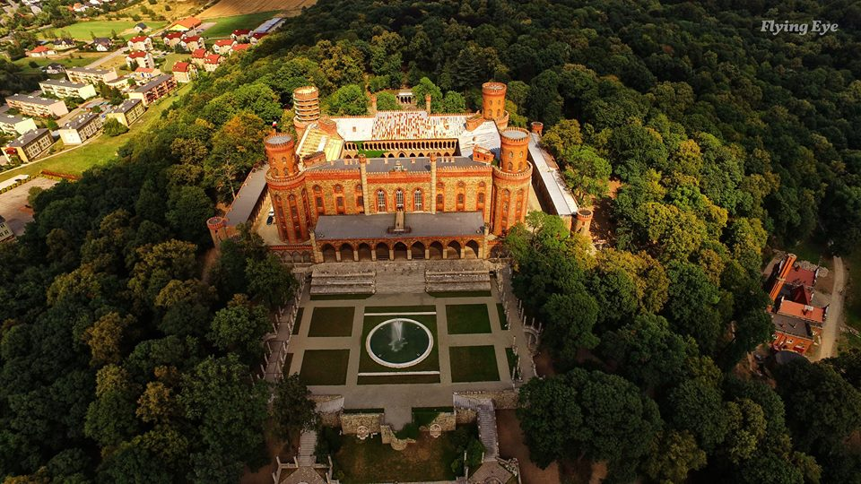 Zobacz Pałac z lotu ptaka (2)
