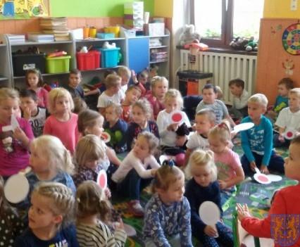 Policjant wśród przedszkolaków (3)