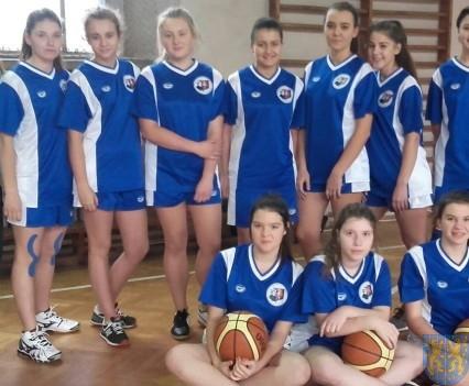 Nasze koszykarki na podium (1)