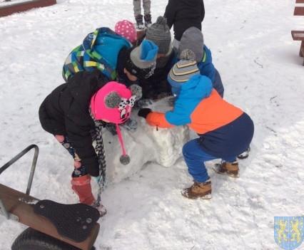 Zimowe zabawy przedszkolaków (10)