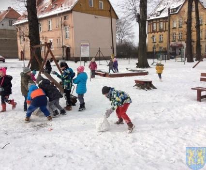 Zimowe zabawy przedszkolaków (12)