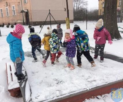 Zimowe zabawy przedszkolaków (13)
