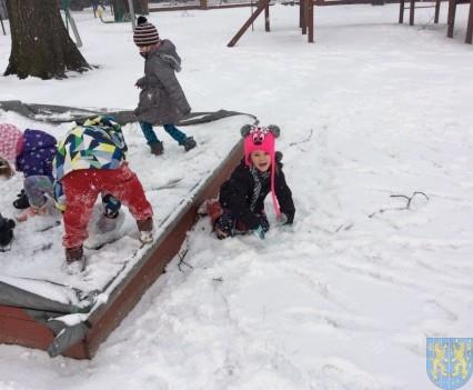Zimowe zabawy przedszkolaków (15)