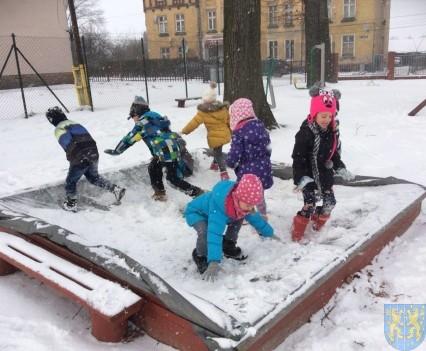 Zimowe zabawy przedszkolaków (16)