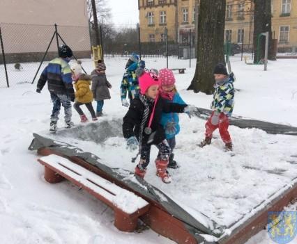 Zimowe zabawy przedszkolaków (17)