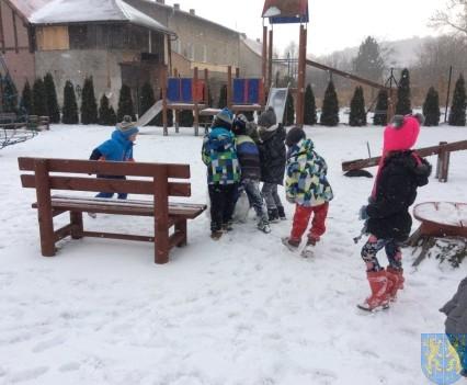 Zimowe zabawy przedszkolaków (18)