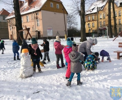 Zimowe zabawy przedszkolaków (3)