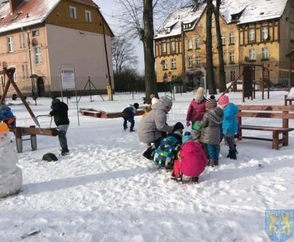 Zimowe zabawy przedszkolaków (4)