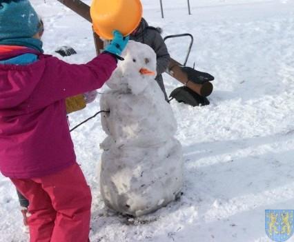 Zimowe zabawy przedszkolaków (5)