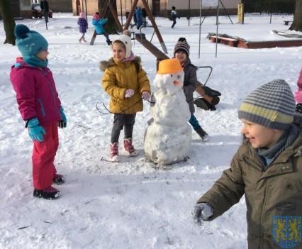 Zimowe zabawy przedszkolaków (6)
