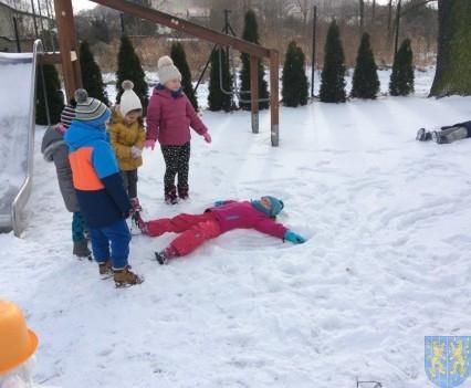 Zimowe zabawy przedszkolaków (8)