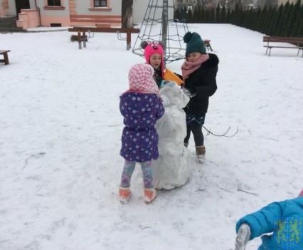 Zimowe zabawy przedszkolaków (9)